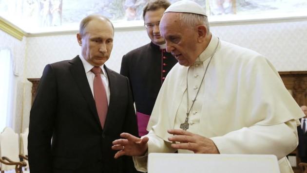 Russlands Präsident Wladimir Putin bei Papst Franziskus (Bild: APA/EPA/ALEXEY NIKOLSKY/RIA NOVOSTI/KREMLIN)