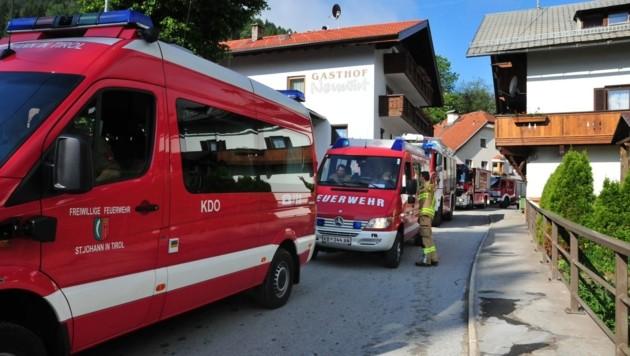 Der Katastrophenzug aus dem Bezirk Kitzbühel rollte gestern in Richtung Sellrain. (Bild: Roland Schwarz â013 Bezirksfeuerwehrverband Innsbruck-Land)