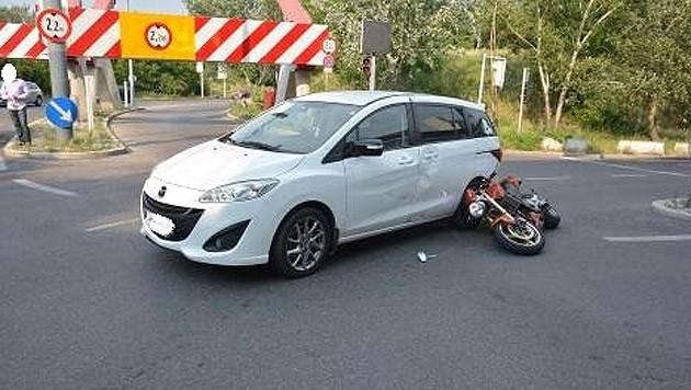 Bei der Kollision beim Leonard-Bernstein-Tunnel wurde ein Motorradfahrer schwer verletzt. (Bild: Polizei)
