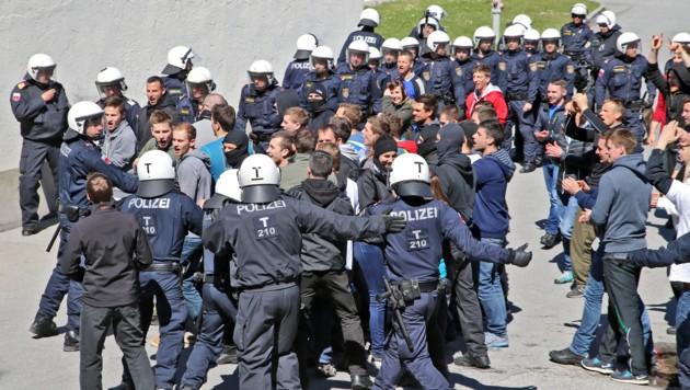 Im Vorfeld von G7 und Bilderberg bereitete sich die Polizei in Landeck auf den Ernstfall vor. (Bild: Christof Birbaumer/Kronenzeitung)