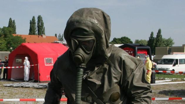 """""""Schmutzige Bombe"""": Das österreichische Bundesheer übt für den atomaren Ernstfall. (Bild: KLEMENS GROH)"""