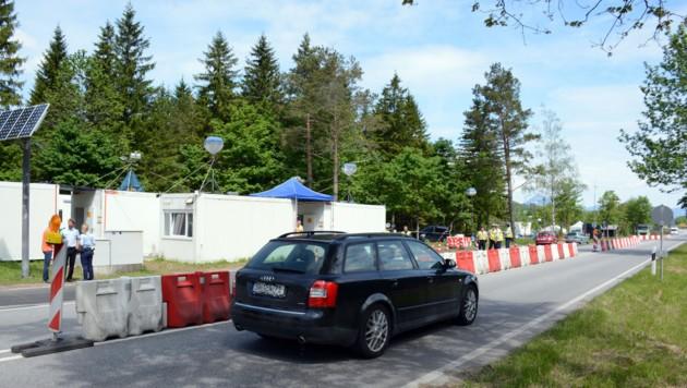 Die österreichisch-deutsche Grenze wird derzeit streng überwacht. (Bild: Andreas Fischer)