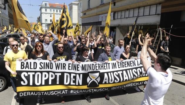 """Eine Demonstration der """"Identitären"""" in Wien (Bild: APA/Herbert Pfarrhofer)"""