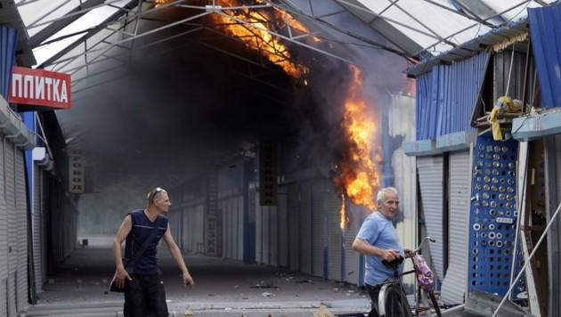 Der Markt bei Donezk wurde teilweise zerstört. (Bild: APA/EPA/ALEXANDER ERMOCHENKO)