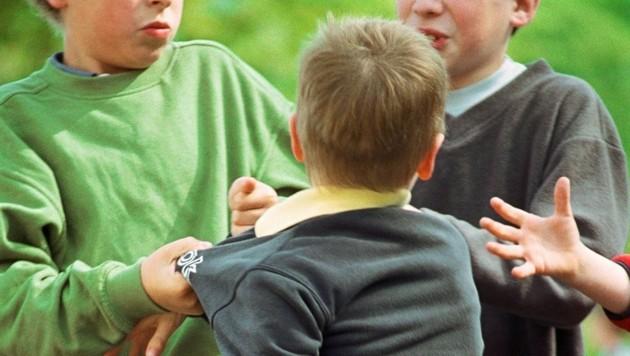 Gewalt und Mobbing sind leider an vielen Schulen Alltag und prägen das Leben der betroffenen Kinder. (Symbolbild) (Bild: Krone-Archiv)
