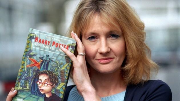 Die britische Schriftstellerin Joanne K. Rowling wurde mit den Romanen um den Zauberschüler Harry Potter berühmt (Bild: dpa/Oliver Stratmann)