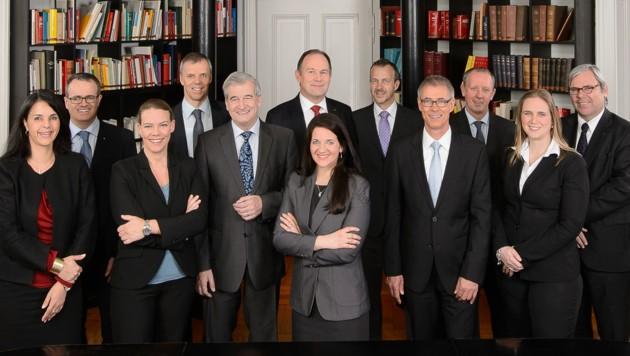 Die zwölf Anwältinnen und Anwälte der renommierten Innsbrucker Rechtsanwaltskanzlei. (Bild: Greiter Pegger Kofler & Partner)