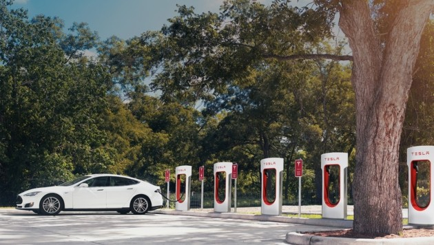 Supercharger-Station wird in Graz ebenfalls eröffnet â013 Tesla S ist in wenigen Minuten vollgeladen. (Bild: Tesla)