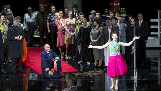 """""""Manon"""" an der Grazer Oper: Alle fünf Akte spielen auf einem Flughafen. (Bild: Werner Kmetitsch)"""