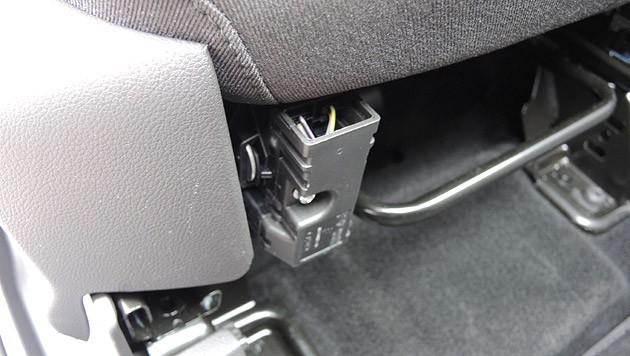 Am Beifahrersitz darf man nicht so genau hinschauen. (Bild: Stephan Schätzl)