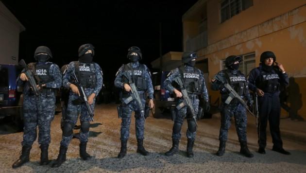 Die mexikanische Bundespolizei soll Mitglieder einer Bürgerwehr kaltblütig erschossen haben. (Bild: APA/EPA/ULISES RUIZ BASURTO)