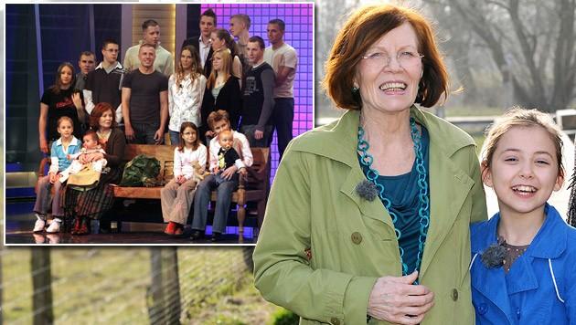 Schwanger mit Vierlingen: Annegret Raunigk (65) im Kreise ihrer Kinder und Enkelkinder (Bild: AFP, Pfeiffer/infoNetwork/RTL)