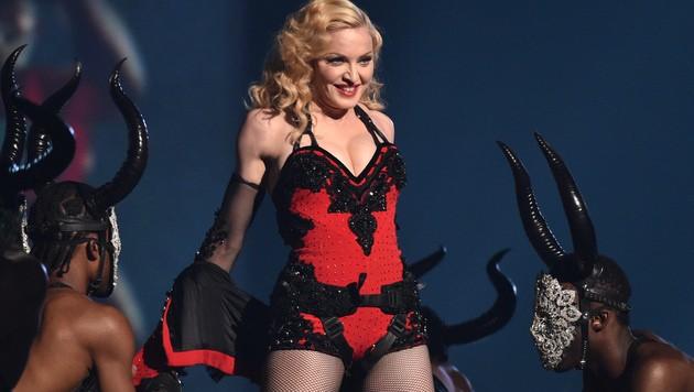 Madonnas heißer Auftritt sorgte für einen Mini-Skandal. (Bild: John Shearer/Invision/AP)