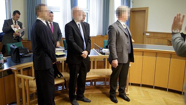Drei Angeklagte mussten sich wegen Untreue und schweren Betruges vor Gericht verantworten.