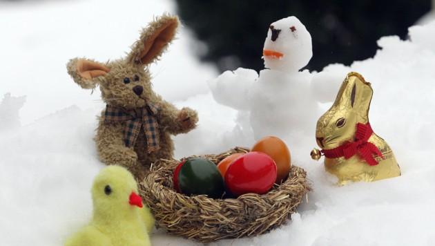 Osterhase triff auf Schneemann - die Karwoche wird weiß.
