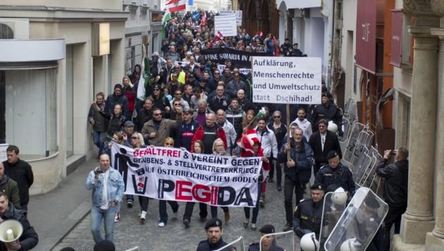Die Pegida-Anhänger zogen durch die Grazer Innenstadt.