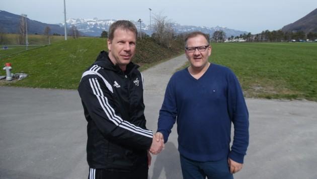 Liechtenstein-Teamchef Rene Pauritsch mit Krone-Reporter Peter Klöbl (Bild: Peter Klöbl)