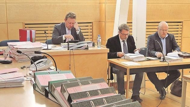 Verteidiger Franz Essl, Michael Berger-Wiegele und Kurt Jelinek (von links)