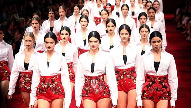 In der Show von Dolce & Gabbana defilierte Kendall Jenner in der ersten Reihe.