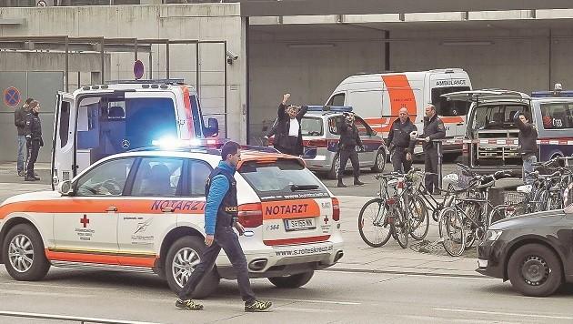 Der Notarzt am Salzburger Bahnhof: Fast gleichzeitig drohte ein Baby zu ersticken.