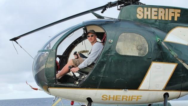 Kurt Engl aus Ebensee im Helikopter im Pazifik. (Bild: Marion Hörmandinger)