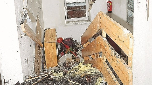 Verwüstung wohin das Auge reicht: So sieht das Treppenhaus in dem zerstörten Wohnhaus aus. (Bild: Gerhard Schiel)