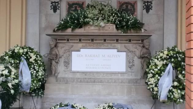"""""""Aeterno amore, requiescat in pace"""", steht auf dem Grab des Ex-Botschafters geschrieben."""