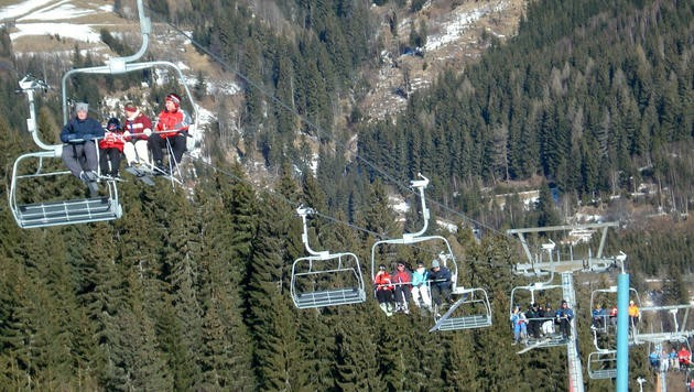 Von der Klösterlebahn stürzte der Steirer zehn Meter tief auf die Skipiste.
