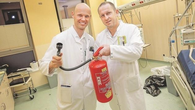 Internist Dr. Johannes Weilhartner und Dr. Wolfgang Hufnagl griffen zum Feuerlöscher.
