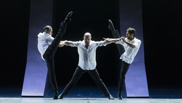 """Thanh Pham, Szabolcs Pataki und der herausragende Michael Munoz (von links) glänzen in """"Malambo!"""""""
