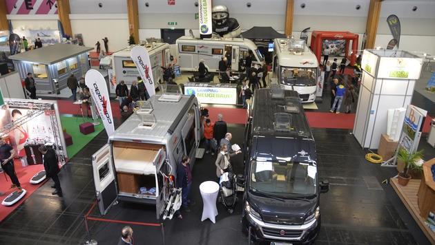 In der Halle D werden Camping-Fahrzeuge präsentiert.