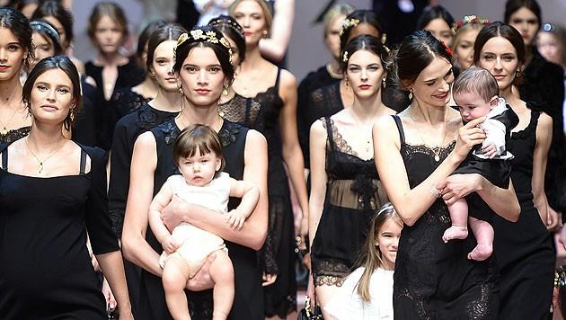 """""""Viva la mamma"""" - Dolce & Gabbana widmen ihre Kollektion einer italienischen Ikone: der Mama."""