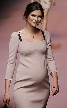 Besonderen Applaus erhielt das Bianca Balti. Die 30-Jährige ist im sechsten Monat schwanger.