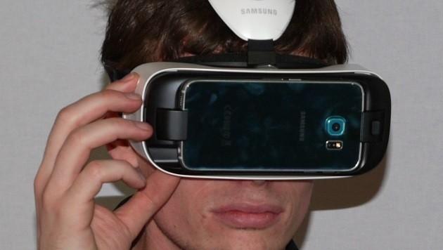 Wer mag und ein Galaxy S6 hat, kann mit dem Gear-VR-Headset in virtuelle Welten abtauchen.