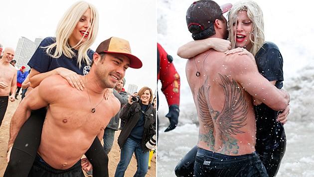 Lady Gaga und Taylor Kinney wagten für den guten Zweck ein Eisbad. (Bild: Barry Brecheisen/Invision/AP, APA/EPA/KAMIL KRZACZYNSKI)