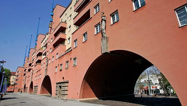 Prototyp und Denkmal für den Wiener Wohnbau: der Karl-Marx-Hof. Eine aktuelle Anklage wirft Mitarbeitern von Wiener Wohnen Korruption vor. (Bild: Reinhard Holl)