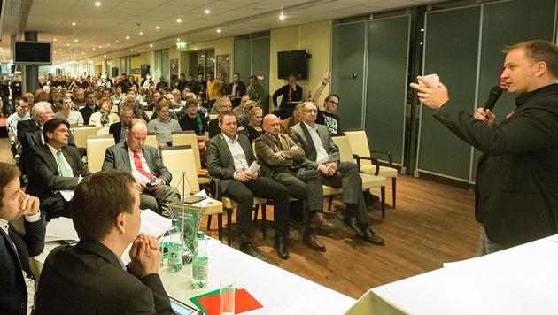 """Die Abstimmung der Abwahl von Florian Klausner (rechts) erlitt """"Schiffbruch"""". (Bild: Christian Forcher)"""