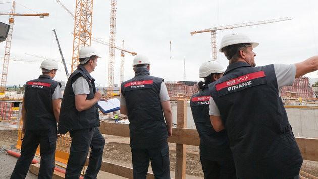 Baustellenkontrolle der Finanzpolizei (Symbolfoto) (Bild: BMF/citronenrot)