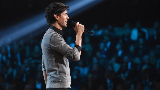 Enrique Iglesias überreichte den Award für den Song des Jahres. (Bild: John Shearer/Invision/AP)