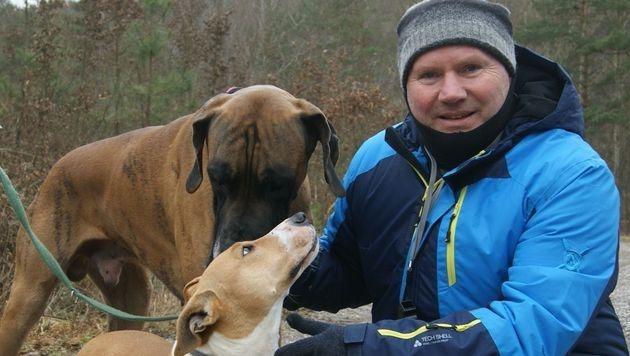 """""""Paula"""" mit Bernhard Kainz und ihrem neuen Mitbewohner, Dogge """"Goldie"""". (Bild: Bernhard Kainz)"""
