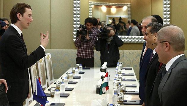 Außenminister Kurz bei seiner Unterredung mit dem kurdischen Außenminister Falah Mustafa Bakir (Bild: APA/AUSSENMINISTERIUM/DRAGAN TATIC)
