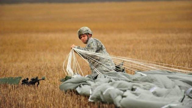 Fallschirmjäger der 173. Luftlandebrigade nach einer erfolgreichen Landung (Bild: Facebook.com/173rd Airborne Brigade)