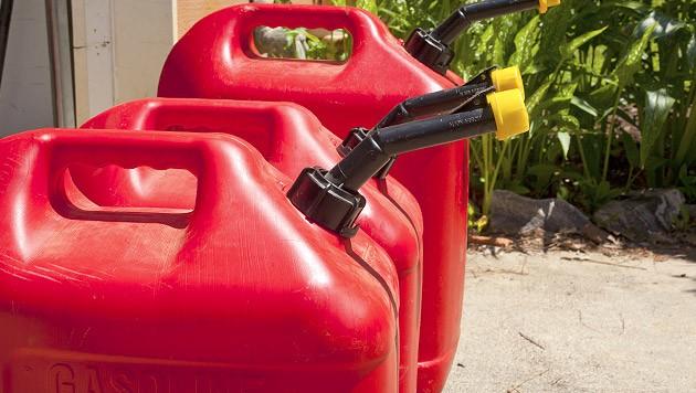 Pech hatte ein Diebespaar (26 und 24 Jahre), das es auf einen 25-Liter Treibstoffkanister in Wultschau im Bezirk Gmünd abgesehen hatte. (Symbolbild) (Bild: thinkstockphotos.de)
