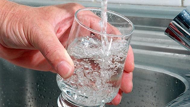 Das Wasser ist wieder trinkbar. (Symbolbild) (Bild: DPA/Hubert Link)