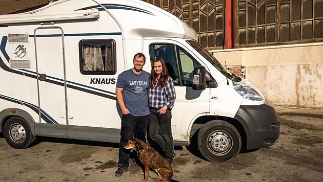 Manfred und Nelly Baumann mit Hündin Jessy (Bild: www.manfredbaumann.com)