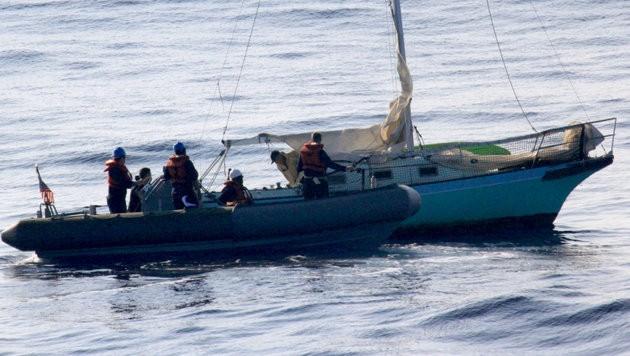 12 Tage überlebte der schiffbrüchige Fischer Ron Ingraham auf seinem Segelboot. (Bild: AP)