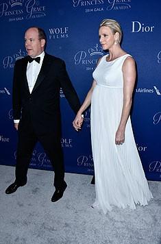 Fürst Albert und Charlene - sie zeigt ihre royalen Rundungen.