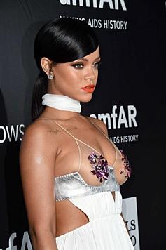 Aber auch Rihanna gewährte tiefe Einblicke.