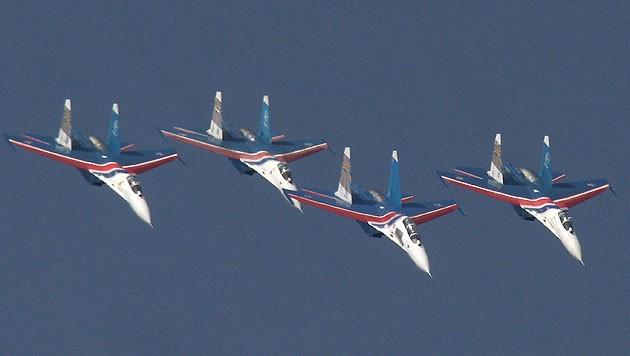 Vier Su-27-Jets während einer Flugshow