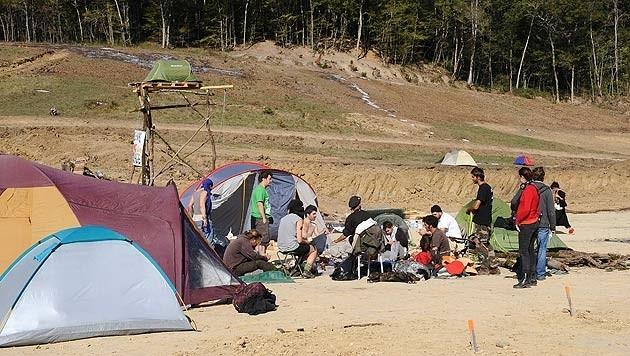 Protestlager bei der Staudammbaustelle in der Nähe der Stadt Albi